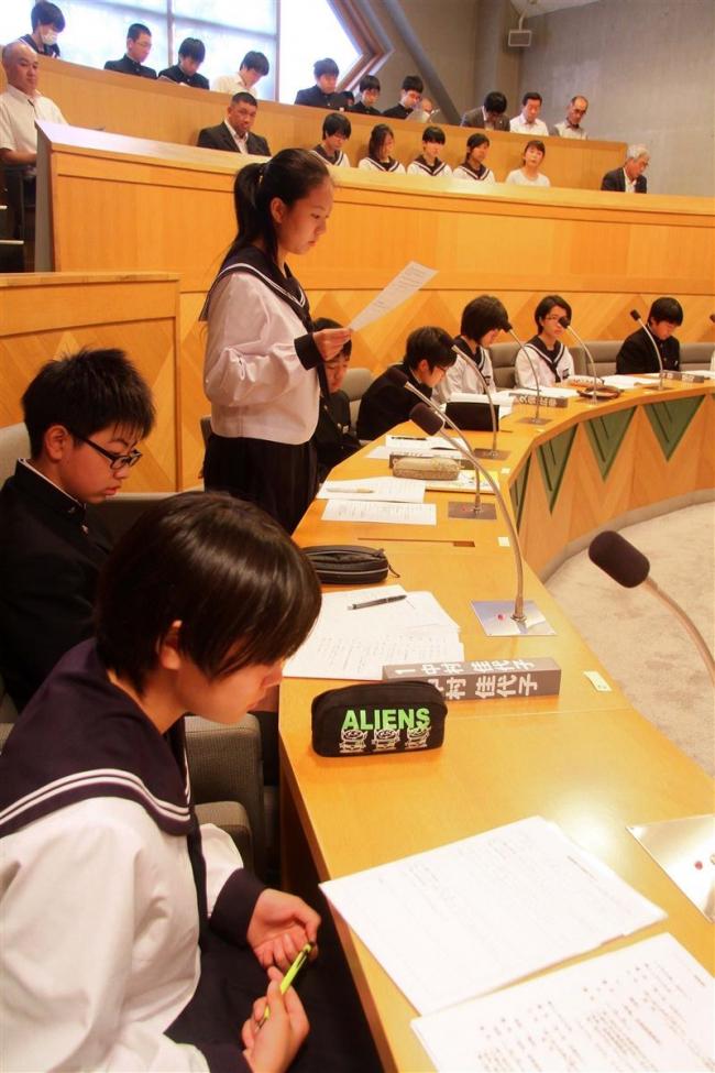 陸別中生が模擬議会を体験