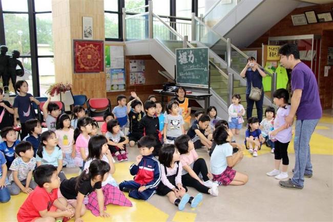 小学生と園児が交流学習 鹿追