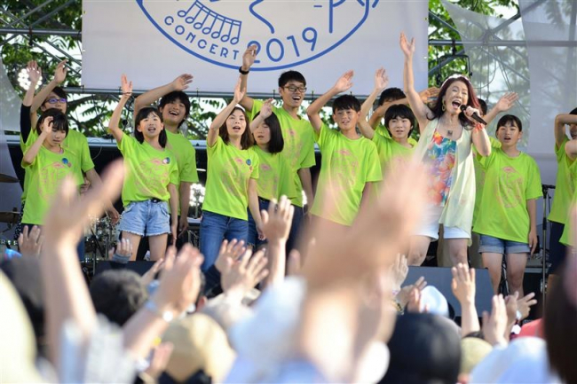 六花の森で名曲披露 3千人が熱狂 中札内花咲くコンサート