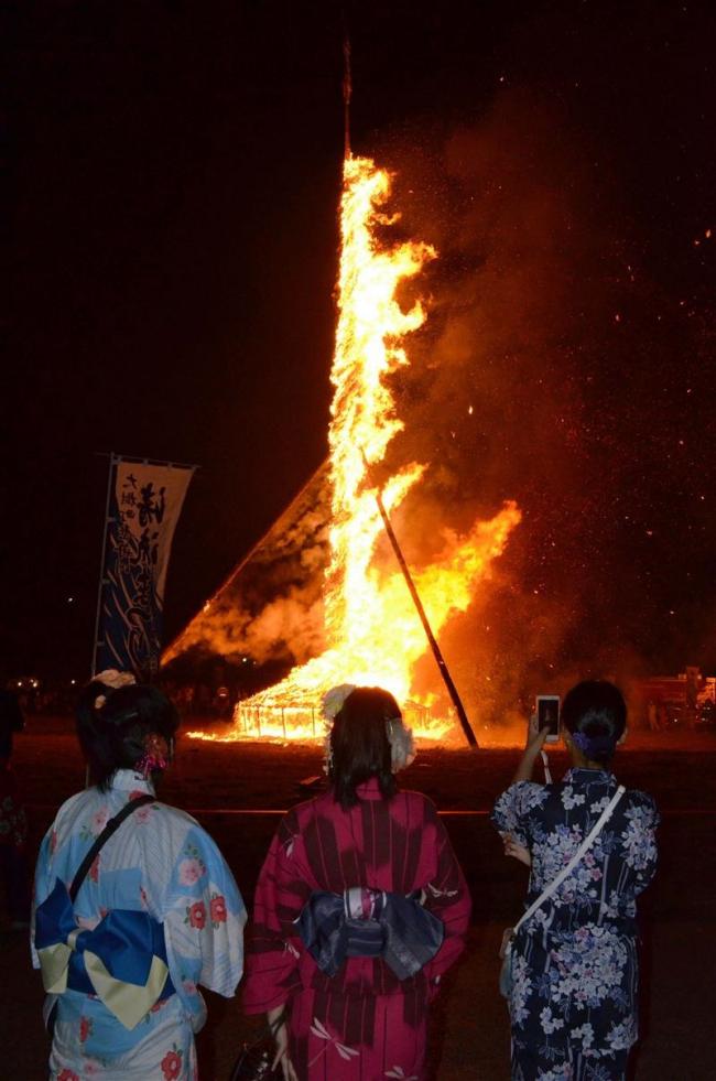 大樹で歴舟川清流まつり 迫力の火祭りは「豊作」
