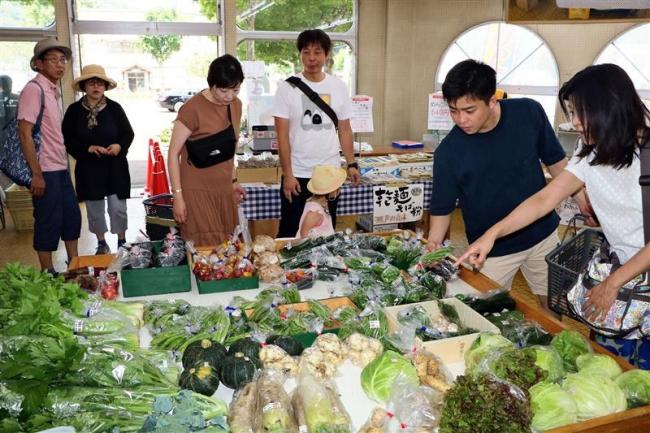 新得で土曜市場スタート 新鮮野菜販売