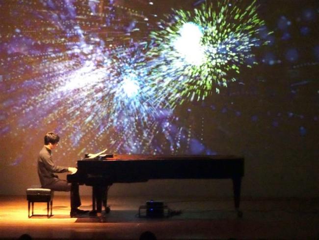 万華鏡のような演出で魅せる ピアノと映像コンサート