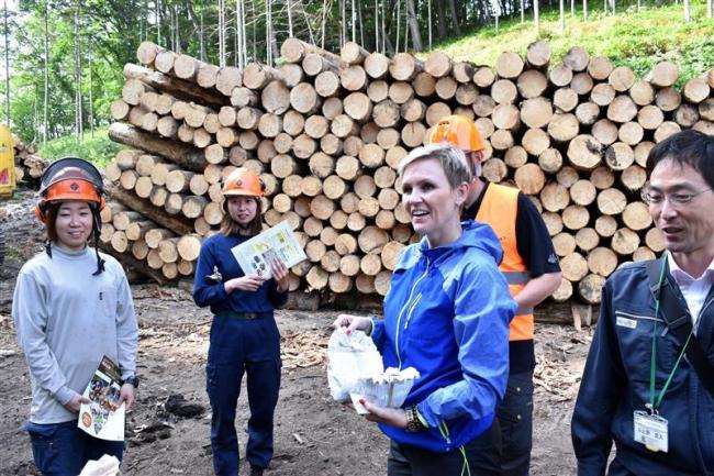 林業大学校開校に向けフィンランドの講師が大樹視察