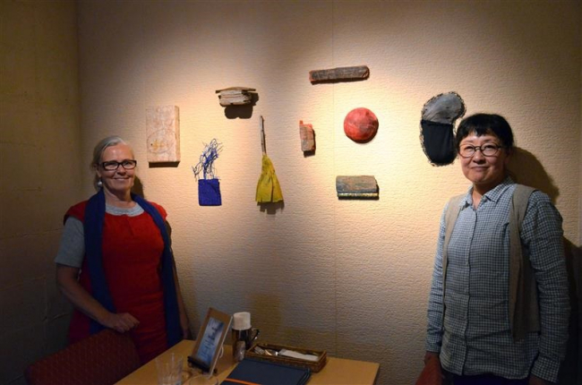 自然素材の作品並ぶ 相原さんとフィンランド作家が「アンナアンナ」でコラボ