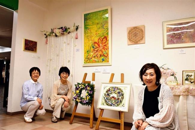 """本物の花で描いた""""絵"""" 4人でつくる癒しの世界展"""