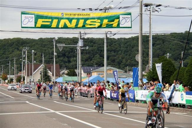 ツール・ド・北海道初日に新得でゴール、ザッカンティがステージ優勝