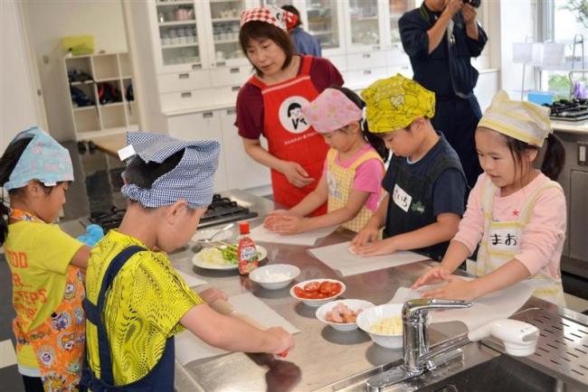 児童らが収穫野菜を調理 豊頃