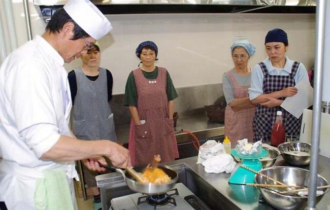 「ふわふわオムライス」の調理法学ぶ 浦幌