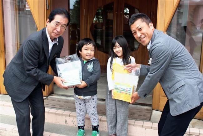 お絵かき楽しんで チームラボ観覧の幼稚園にクレヨン寄贈