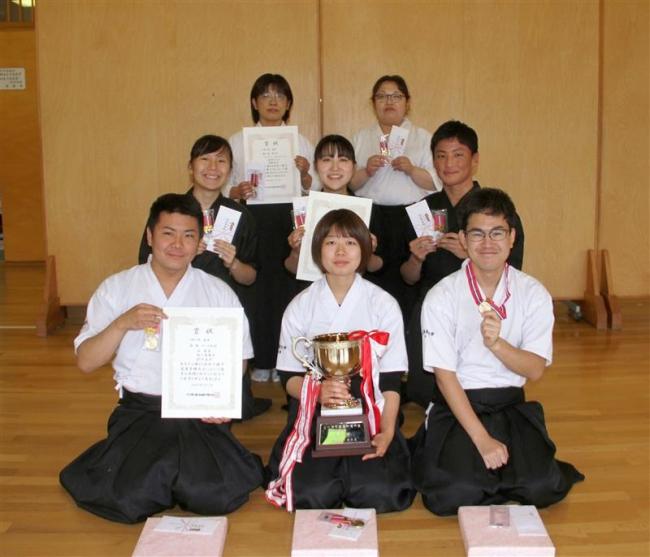 チーム初段V、高校は帯大谷A優勝 全十勝弓道選手権