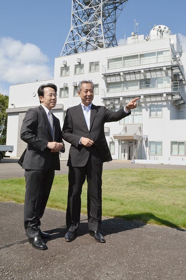 大樹 JAXAの山川理事長が初来町し実験施設など視察
