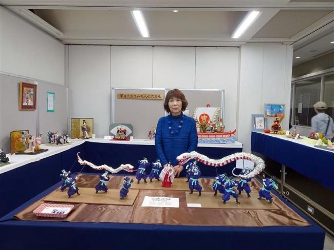 こぼれ話「『白蛇姫まつり』リアルに再現 図書館で和紙人形展」