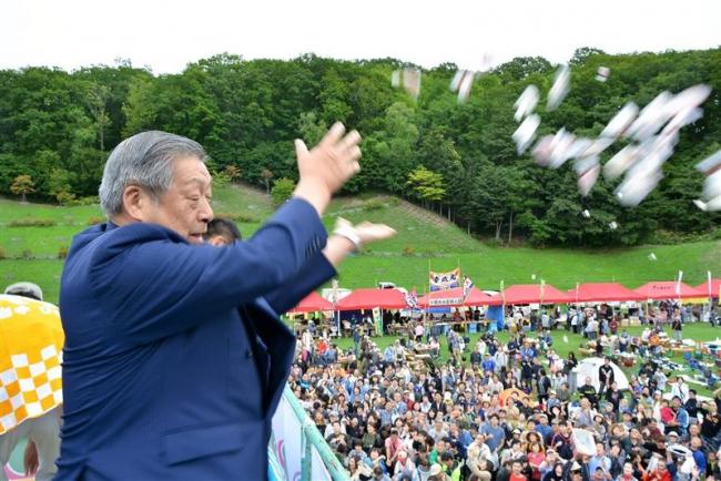 「みのりまき」に過去最高3万6000人 浦幌みのり祭り