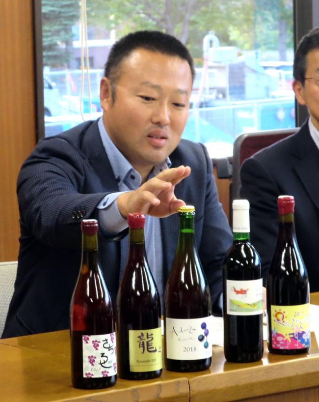 帯広発ワイン来年実現 あいざわ農園醸造免許取得