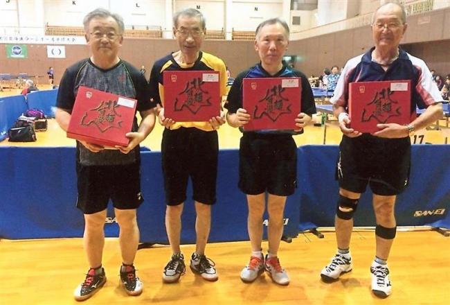 帯広クラブ初V 道ラージボール卓球大会男子300歳以上男子