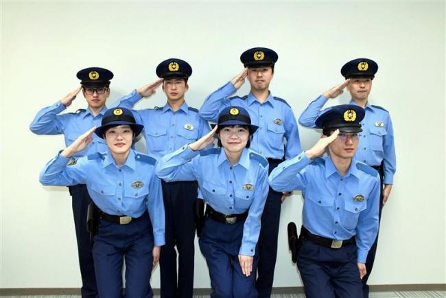 拳銃の重みずしり 新任警察官7人に貸与式 帯広署