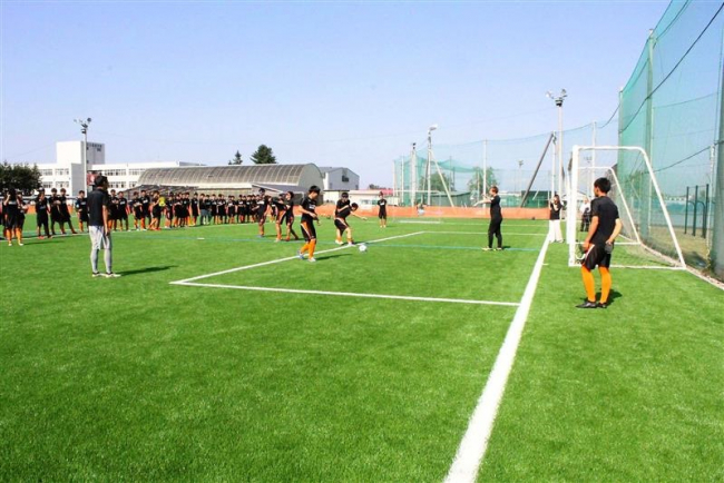 帯広北高に道東初の人工芝サッカーグラウンド完成