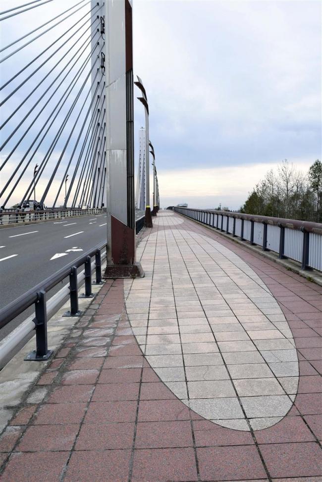 歩道の劣化復旧へ アスファルト舗装に変更 十勝大橋