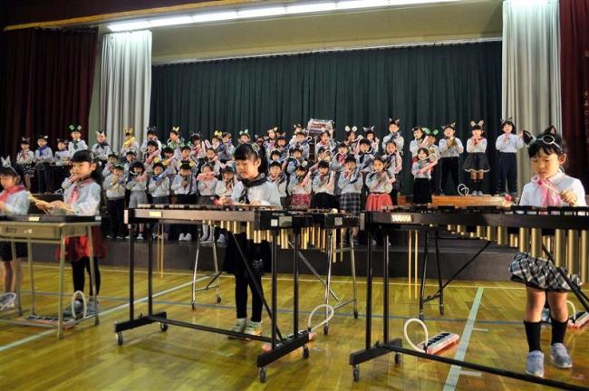 動物に扮して音楽発表 小学校で学習発表会シーズン