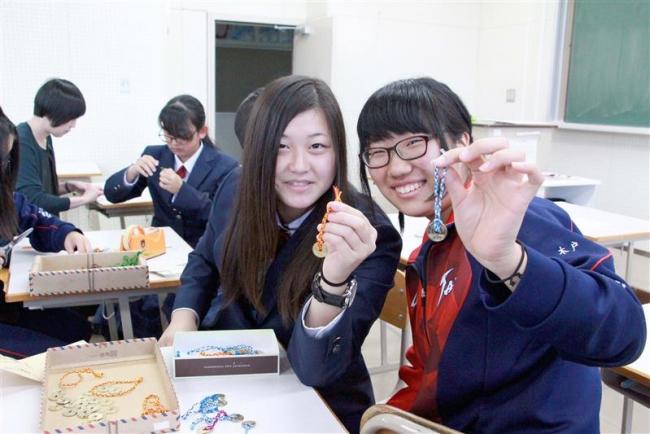 大樹高生が台湾見学旅行前にお土産作り 大樹