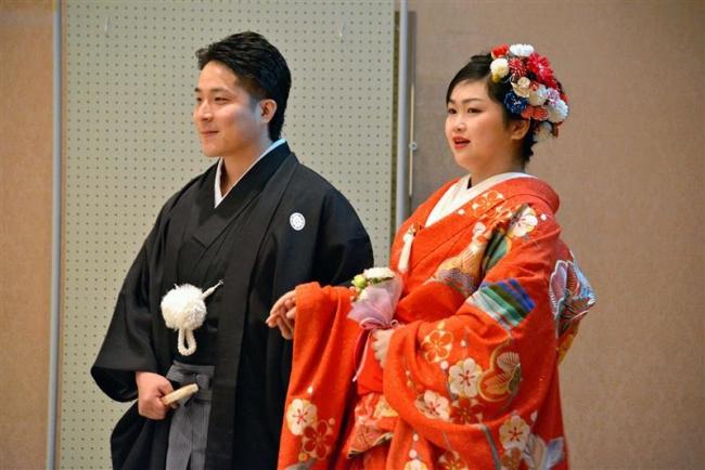 浦幌で5年ぶりに結婚披露宴 180人が若い二人の門出を祝う