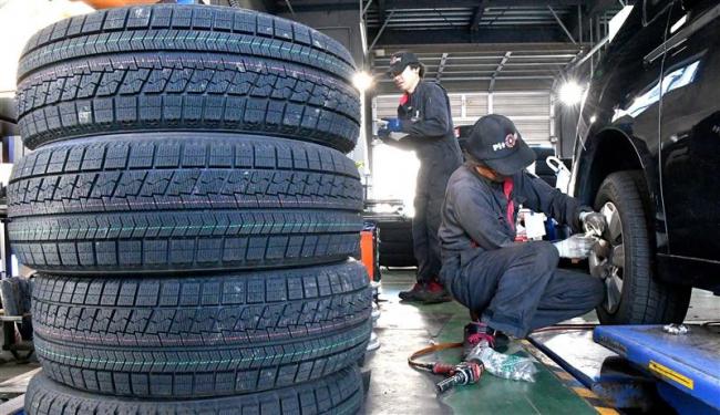 やっと動きだした冬タイヤ交換 24日ごろにかけピーク