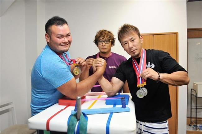 PBAジムの渋谷優勝、佐藤準V、澤田3位 アームレスリング道大会