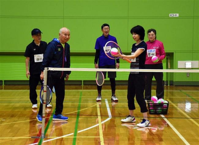 ミニテニス公認指導員養成講習会初開催 10人が資格取得目指す