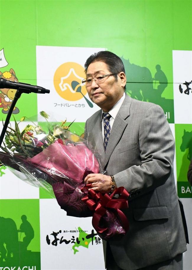 尾ケ瀬富雄調教師引退式「いいばんえい人生」 歴代2位の1875勝