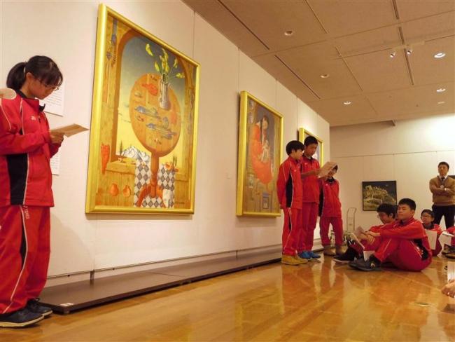 開幕前の展覧会場で第八中生徒が学習発表 道立帯広美術館