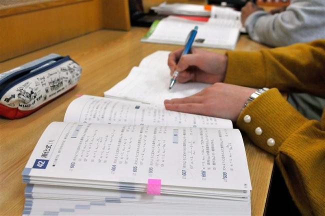 揺れる大学入試 今度は国数記述式延期か