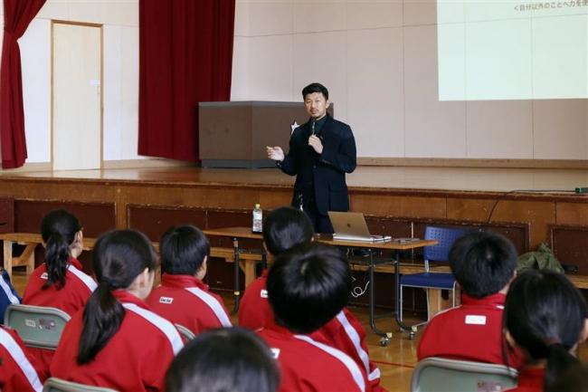 「自分以外のことへ力を使うこと」 元コンサ曽田さんが二中で講演