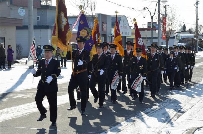 無火災を祈願 分列行進を披露 上士幌消防団が出初め式