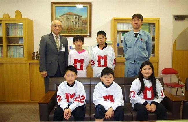 全道小学アイスホッケー大会での健闘誓う 浦幌小の選手