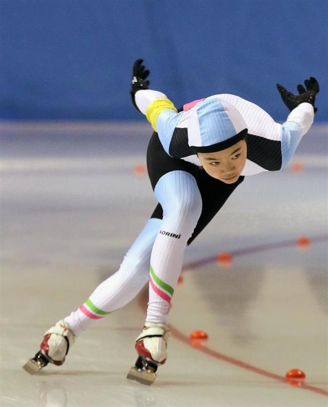 笹渕和花完全優勝、男子は軍司冬馬 全十勝小学生スピードスケート選手権