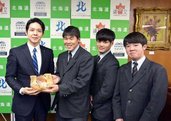 パン甲子園でグランプリ獲得の清水高が知事を表敬 鈴木知事「とてもおいしい」