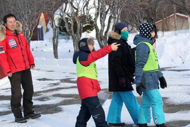 真冬のおびひろ動物園でZOOキャンプ 管内の親子10組が参加