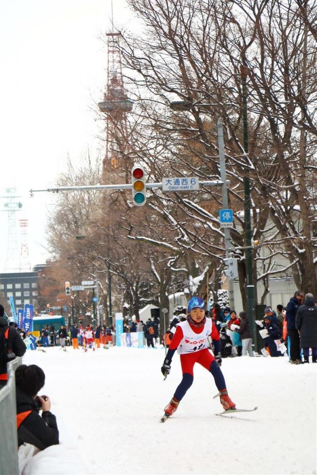 大通公園で初クロカンスキー大会 30年冬季五輪に向けて