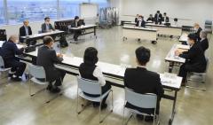 大会中止を決めた実行委員会(25日)