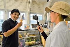 十勝ヒルズでオンラインツアー(1日金野和彦撮影)
