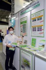 製品の特徴を説明する梅沢事業部長
