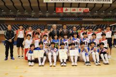 女子準優勝の帯南商の選手。後列右から6人目は道の応援アンバサダー田中賢介さん