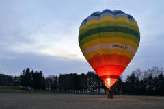 遠景・近景 音更の十勝が丘公園で行われている熱気球体験 4