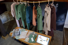 店内に並ぶオーガニックコットンの子ども服
