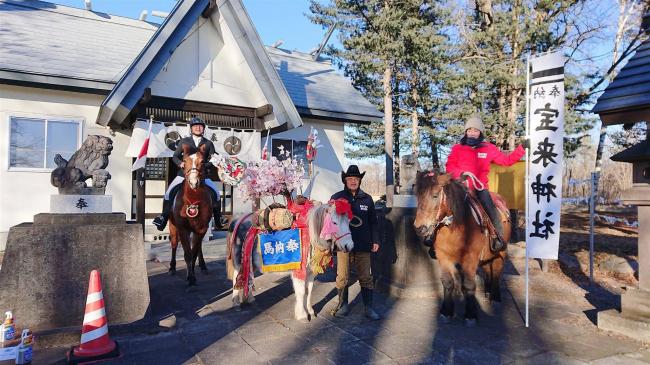 葛岡さんが宝来神社に馬と参拝 音更