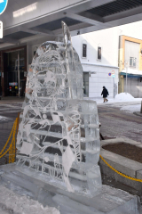 広小路に設置された氷彫刻