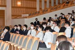 教員たちが最後の卒業生祝う 江陵高で3年生を送る会 4