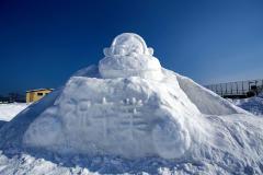 生徒たちが作った雪像