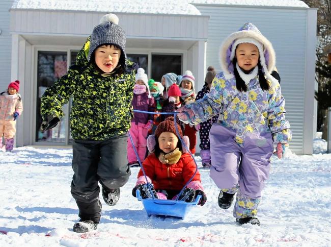 園児ら雪中レクに夢中 音更