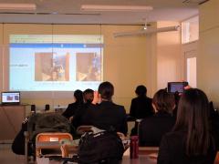就職先候補の施設の特色をオンラインで学ぶ学生たち